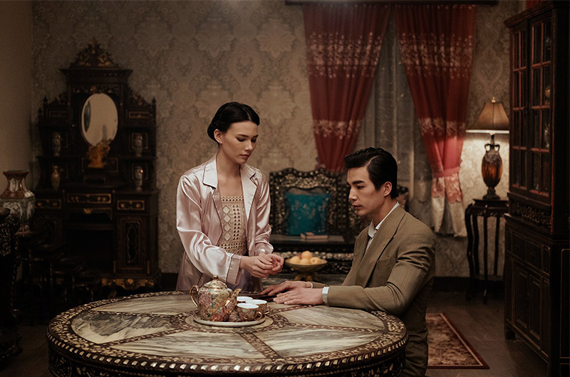 the ghost bride ludi lin at table
